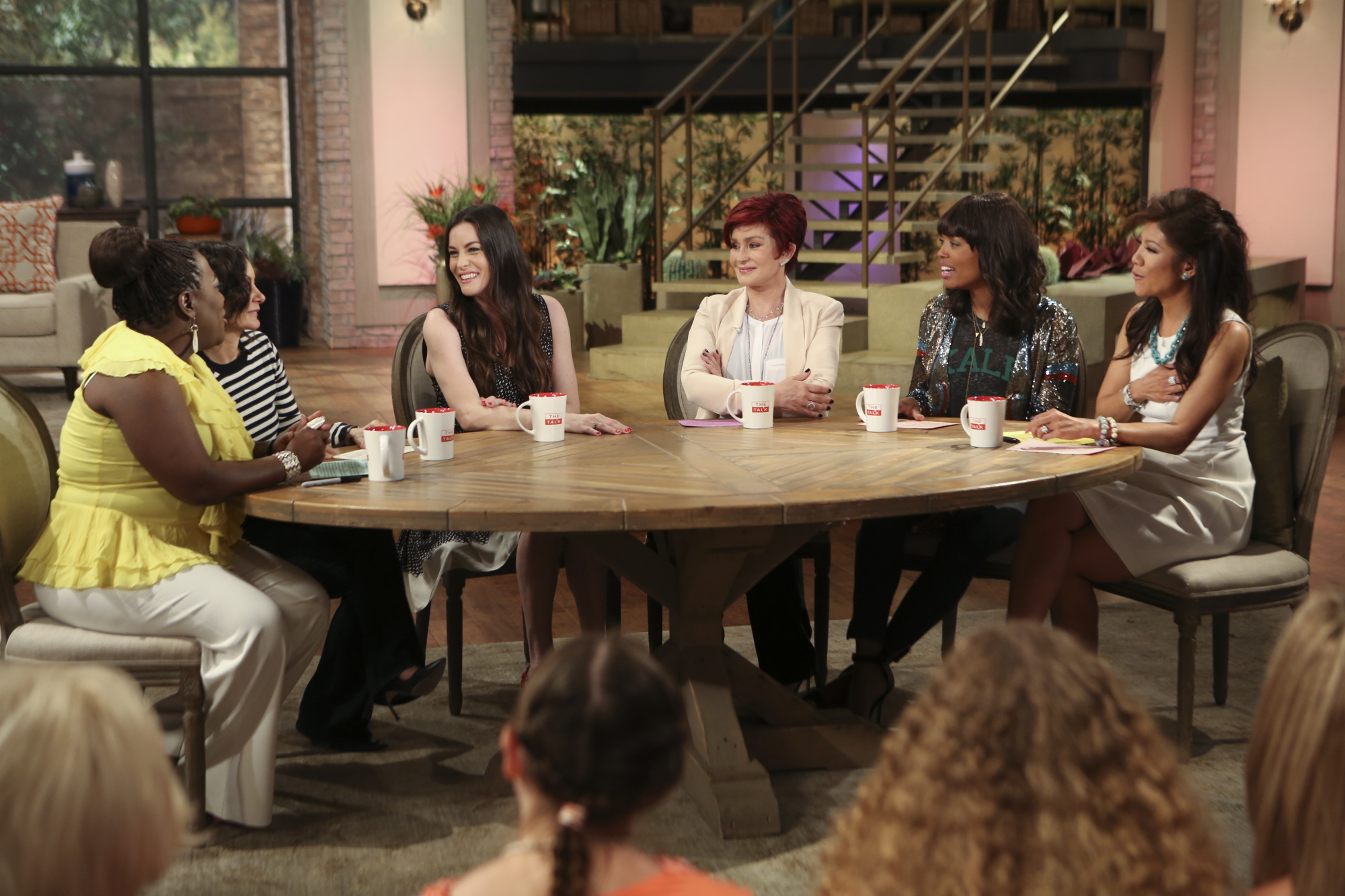 Liv Tyler with the ladies of The Talk