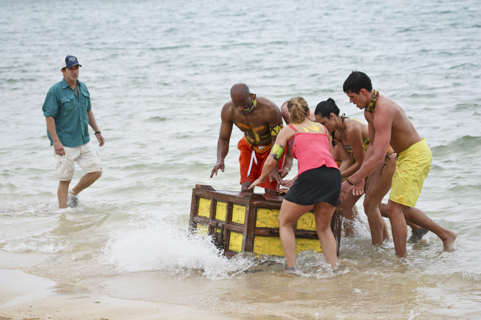 Jeff Probst Watches as the Tandang Tribe Completes the Challenge