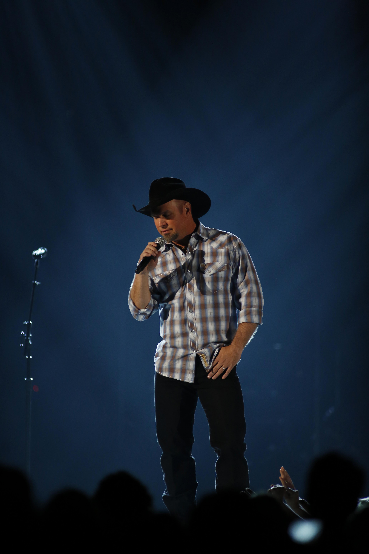 Garth Brooks Performs