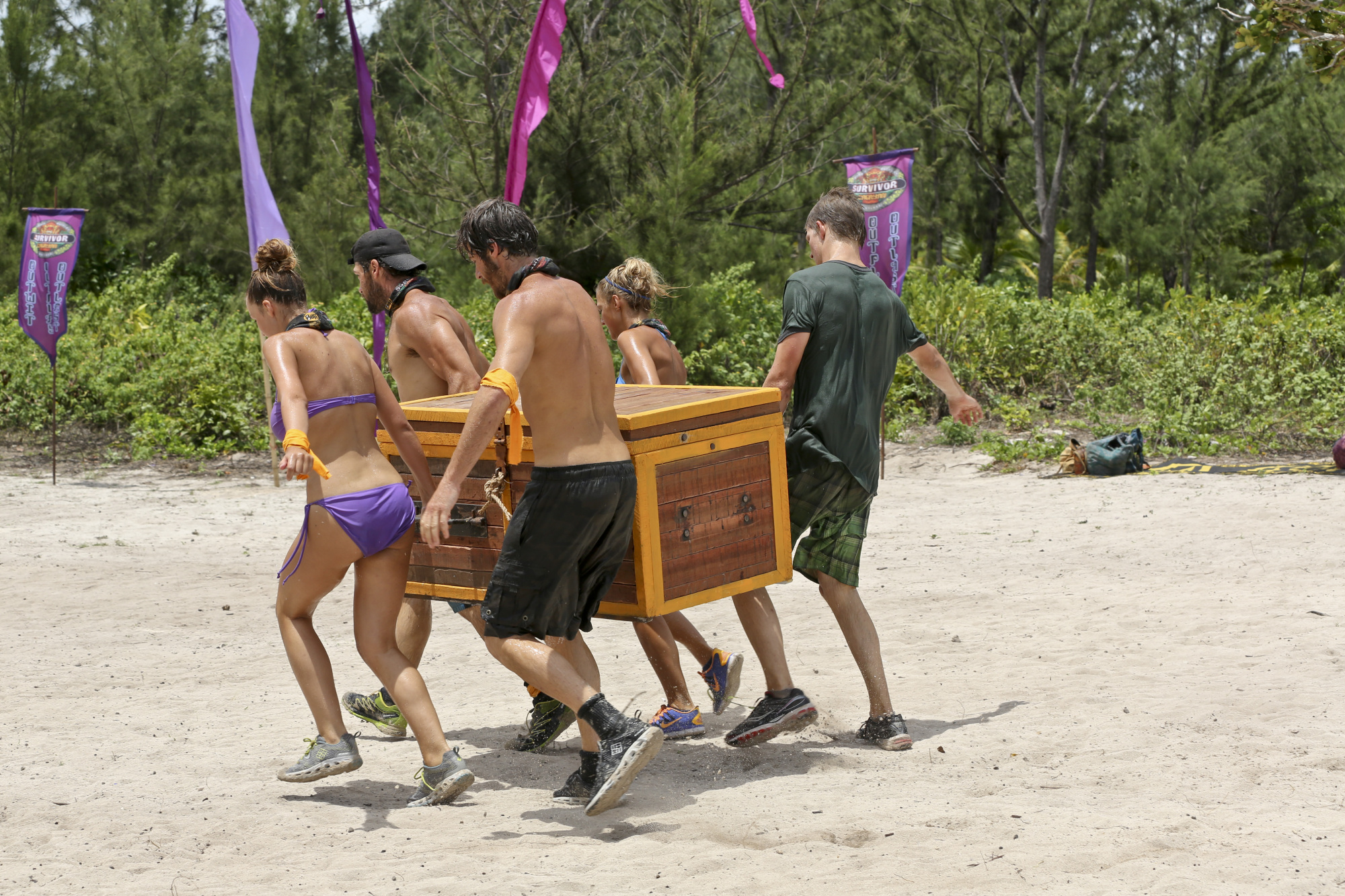 Reward challenge competition in Season 28 Episode 7