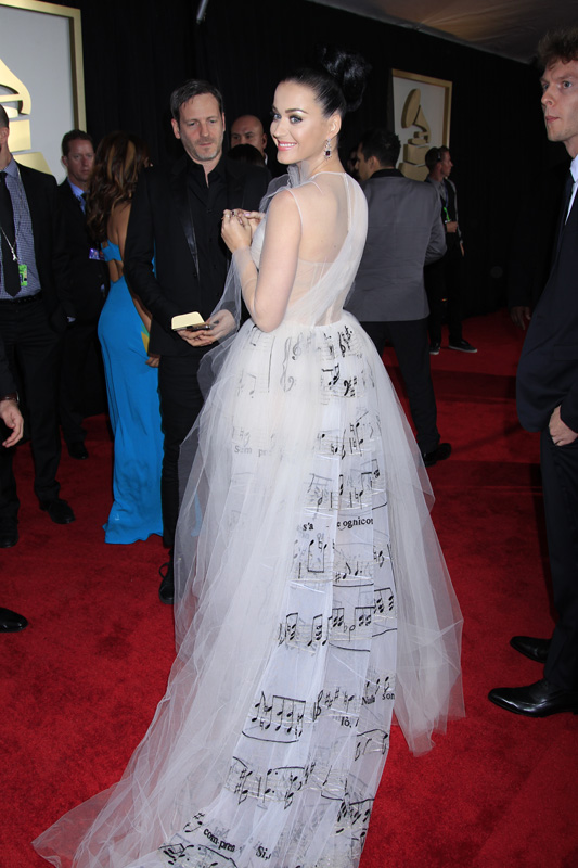 (2014) Even her dress can carry a tune.
