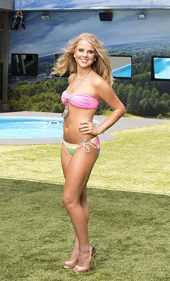 When Nicole first entered the game, she was a sweet girl from Michigan with a crush on Ian.