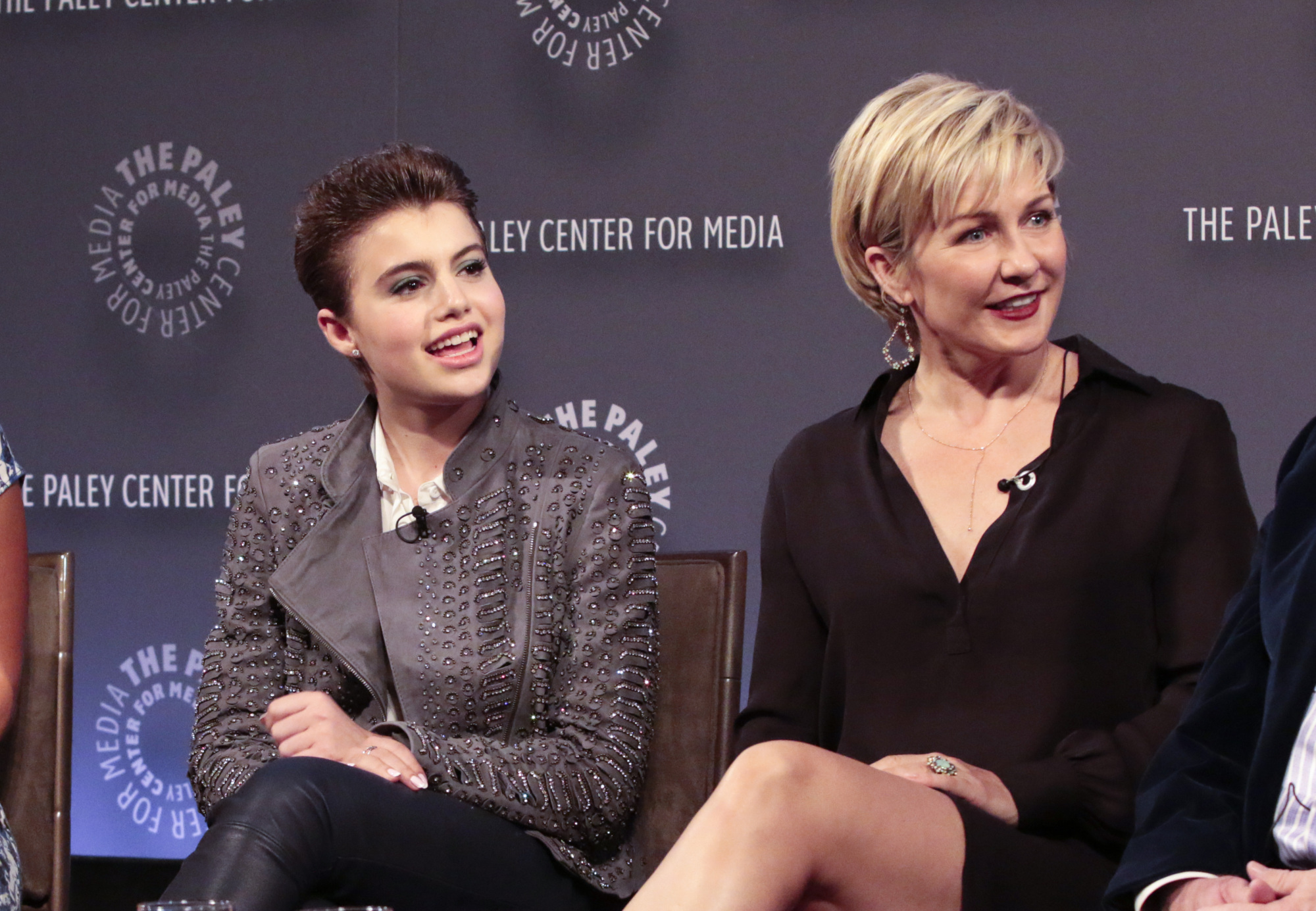 6. Sami Gayle and Amy Carlson have awesome hairdos.