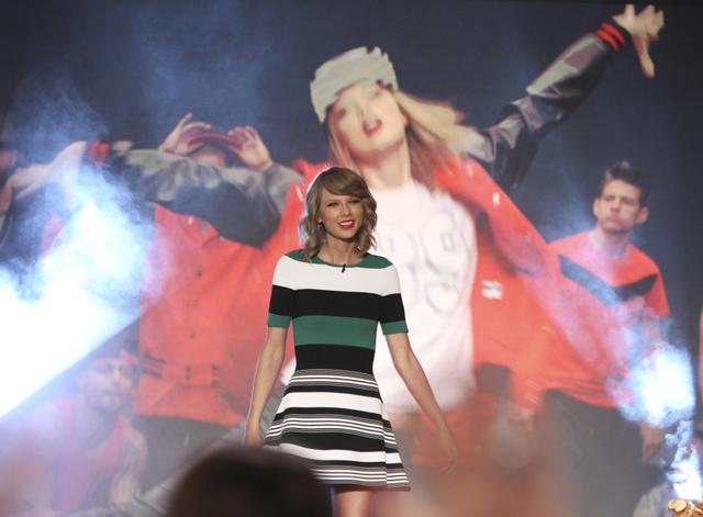 Taylor Swift Visits The Talk - October 30, 2014