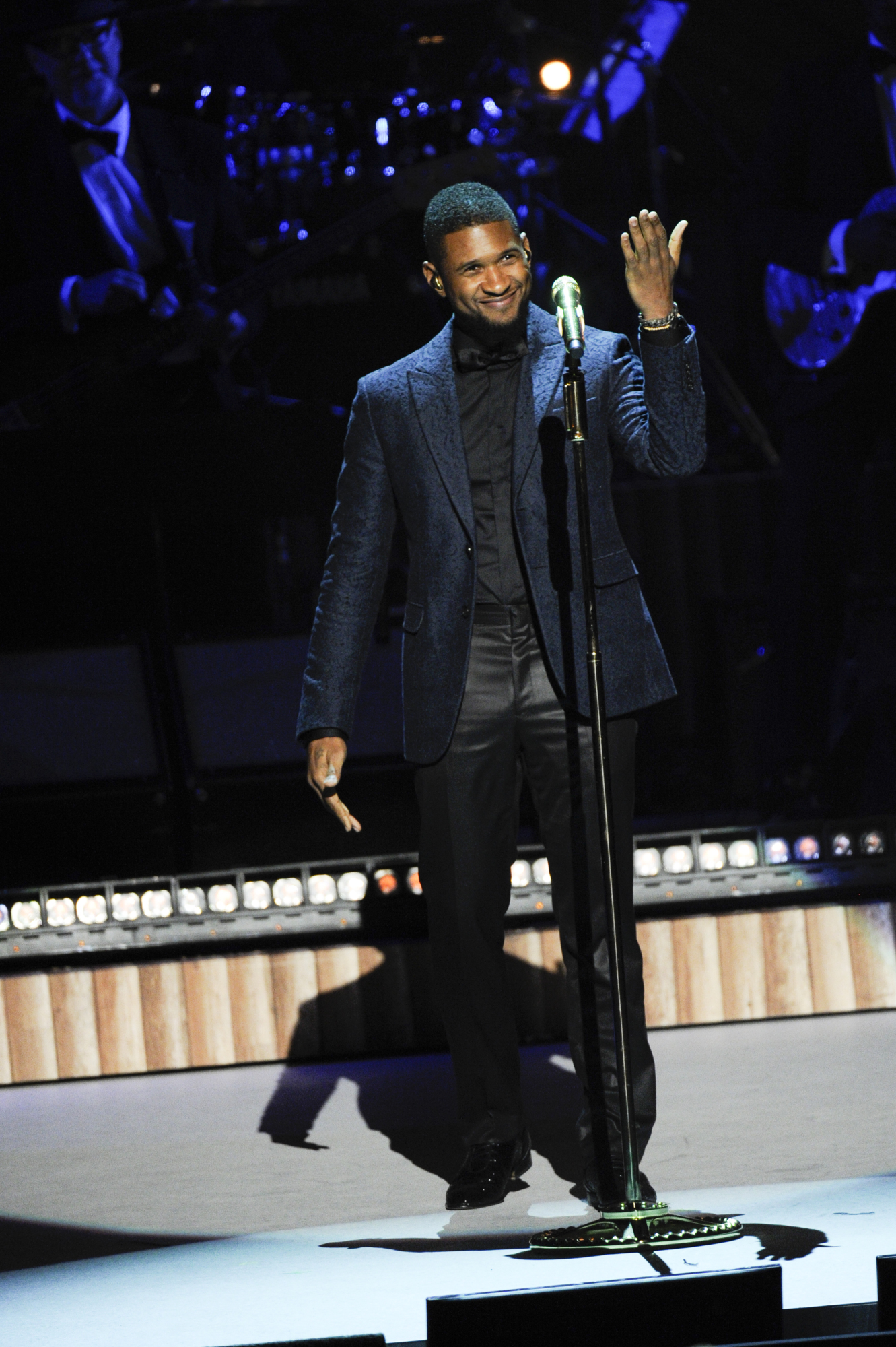 Usher Engages the Crowd