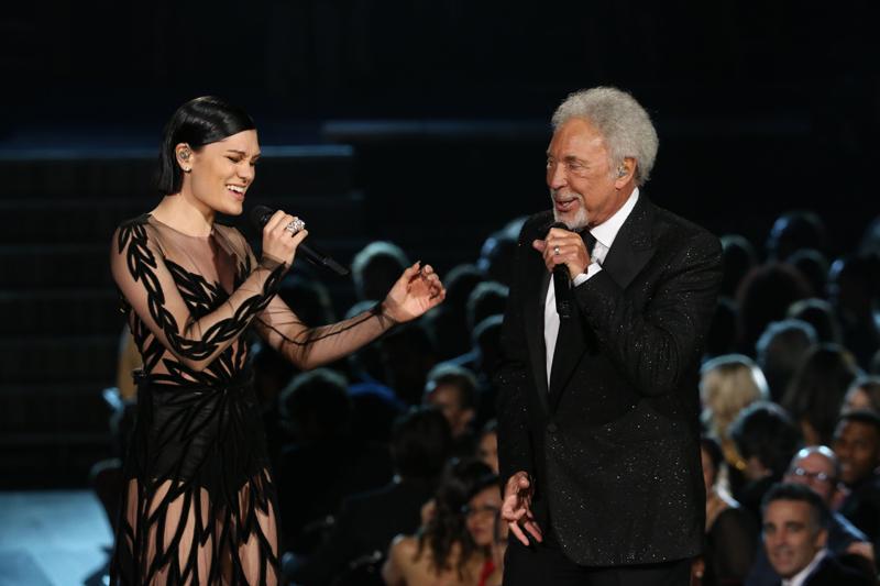 Jessie J and Tom Jones Perform