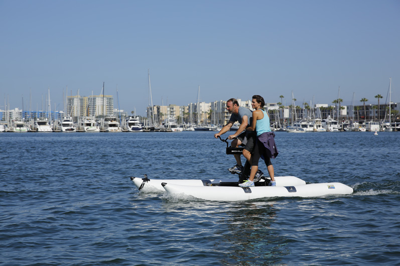 #ThePaparazzi work together on an aquatic leg of The Amazing Race.