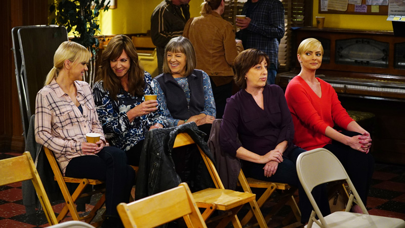 The ladies sit and discuss Bonnie's love life.
