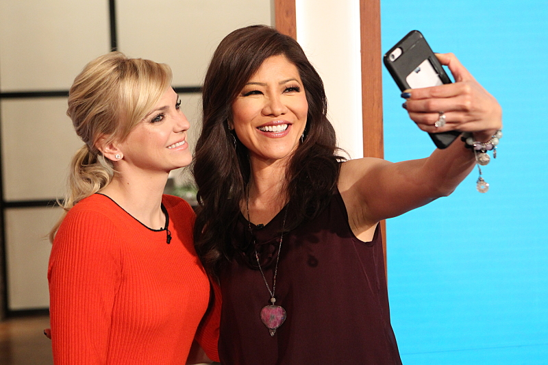 Anna Faris with Julie Chen