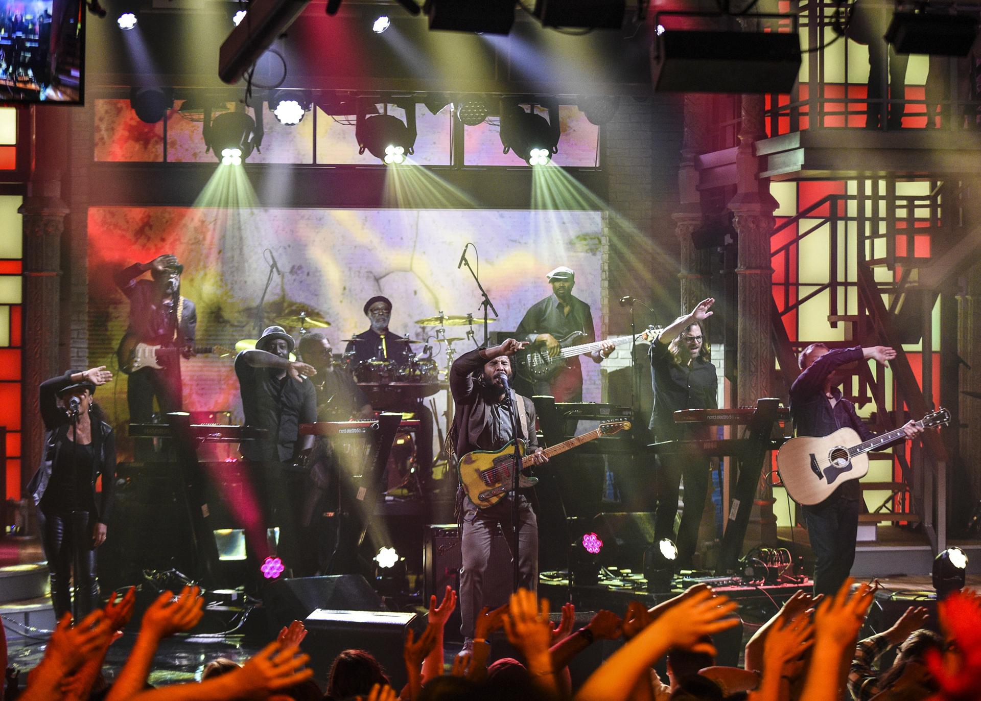 "Ziggy Marley Performs ""Weekend's Long"""