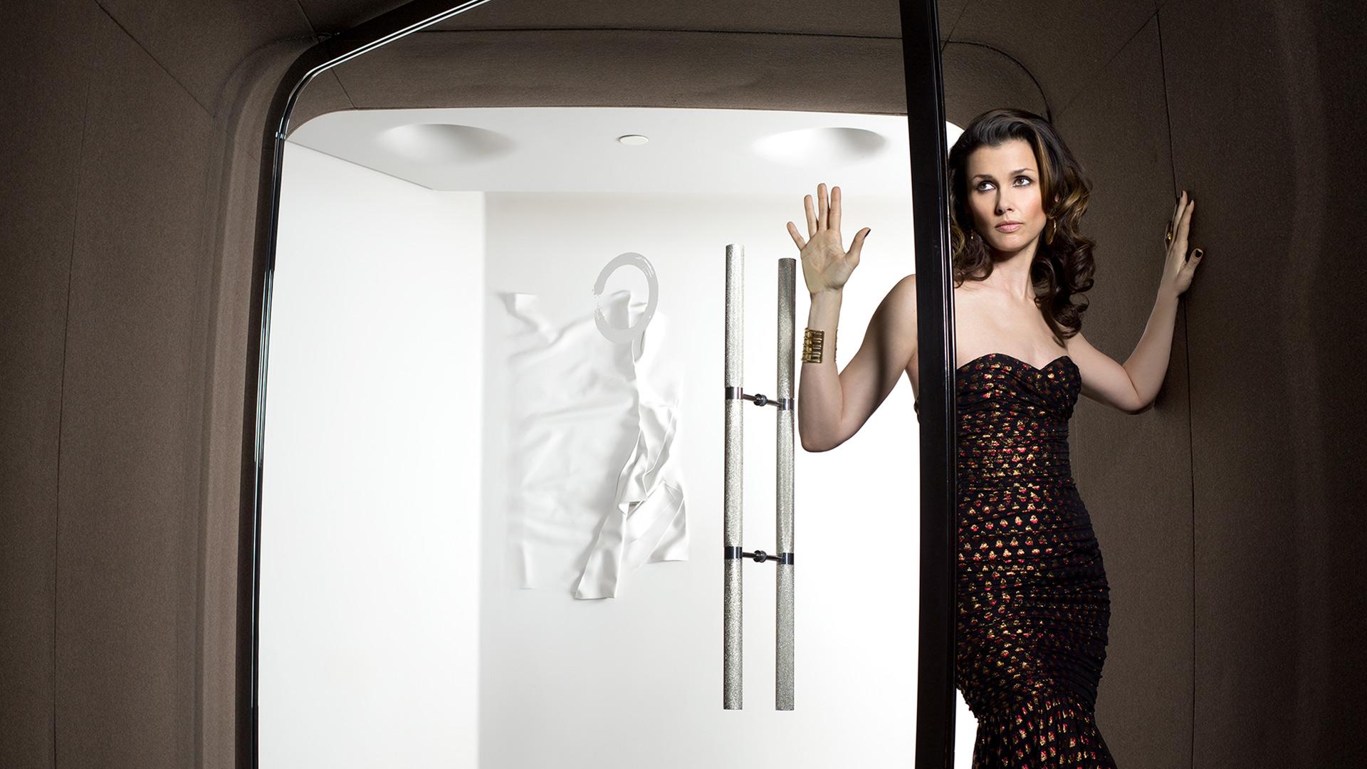 Bridget Moynahan emerges from an elegant restaurant in Paris