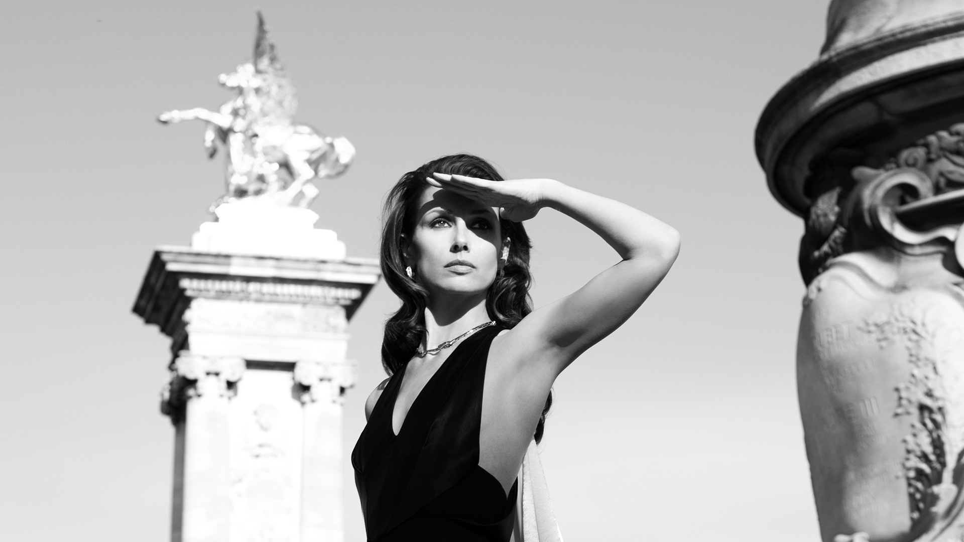 Bridget Moynahan is a black and white beauty on Point Alexandre III, Paris' famed bridge