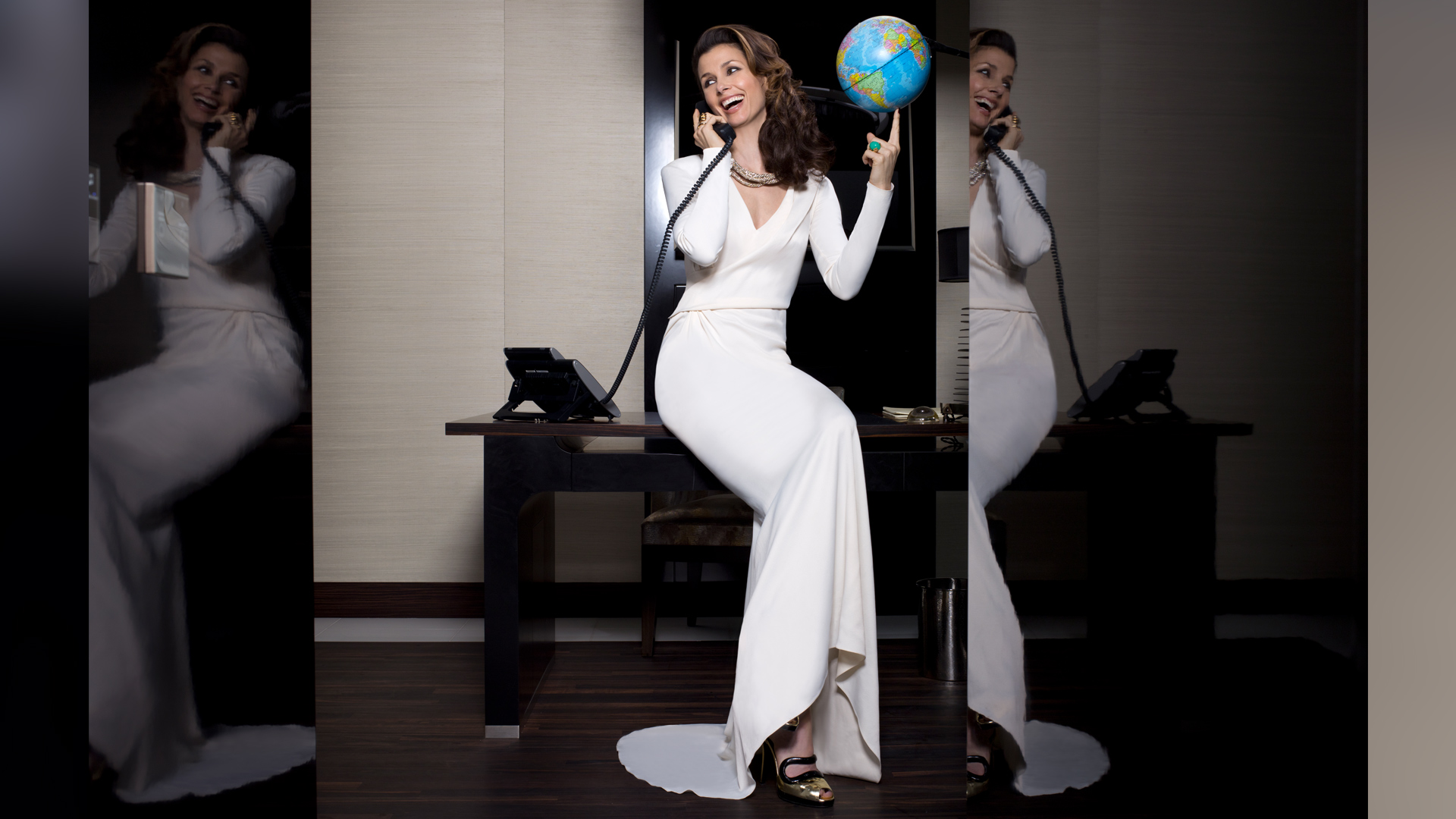 Bridget Moynahan sitting pretty with the world in her hands