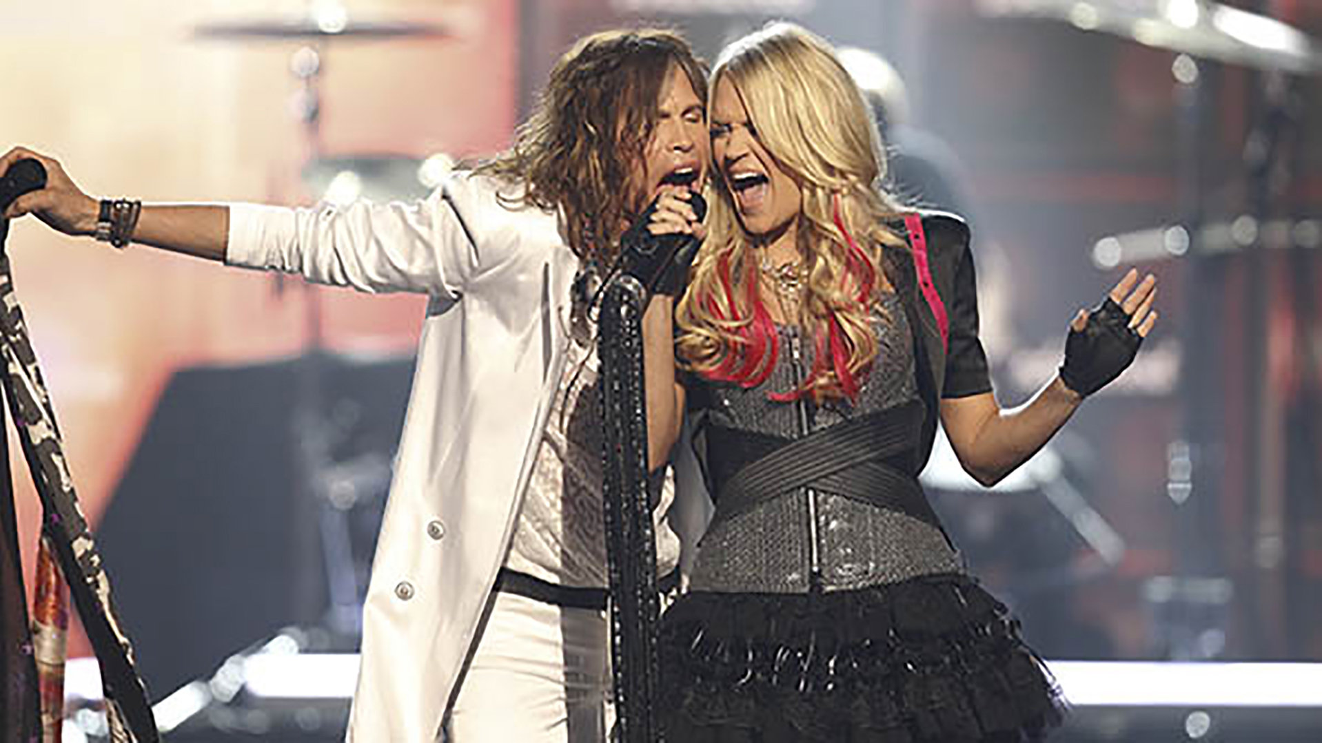 7. Carrie Underwood and Steven Tyler perform