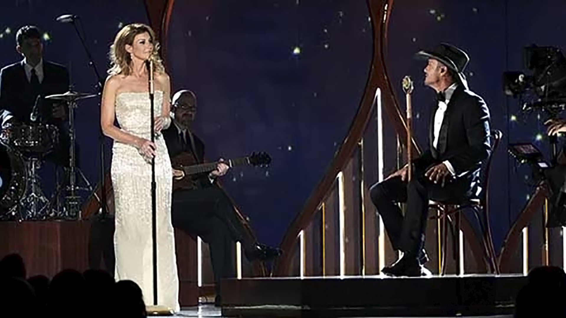 20. Faith Hill and Tim McGraw perform