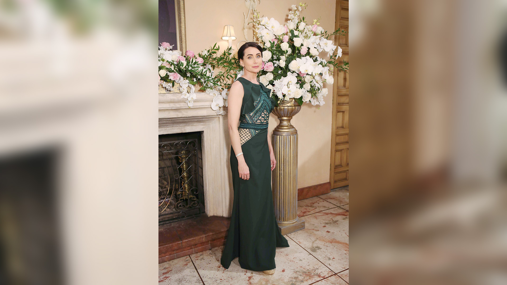 Quinn Fuller (Rena Sofer) dazzles in green.