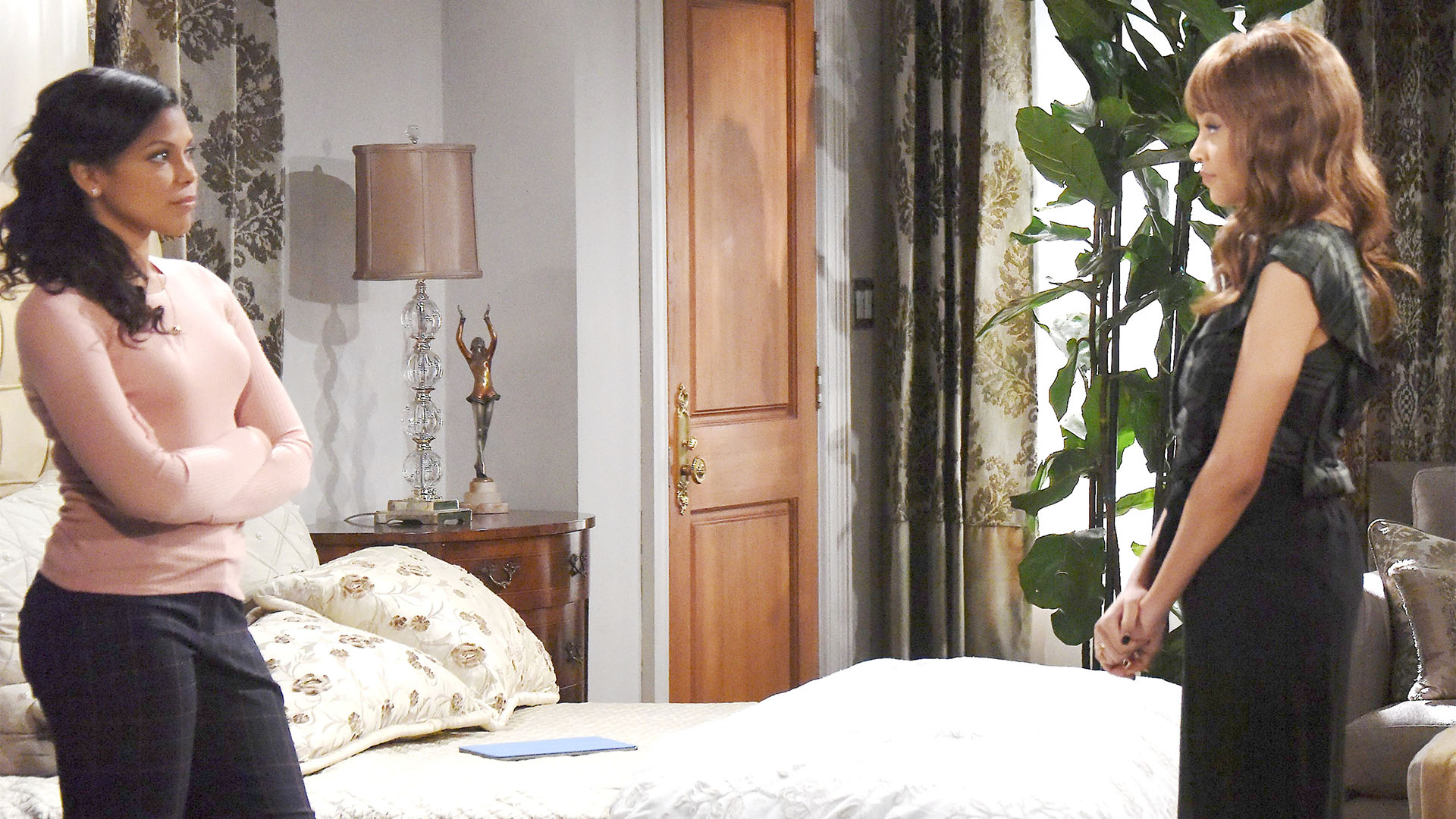 Nicole discloses the intimate moment she witnessed between Brooke and Thorne to Maya.