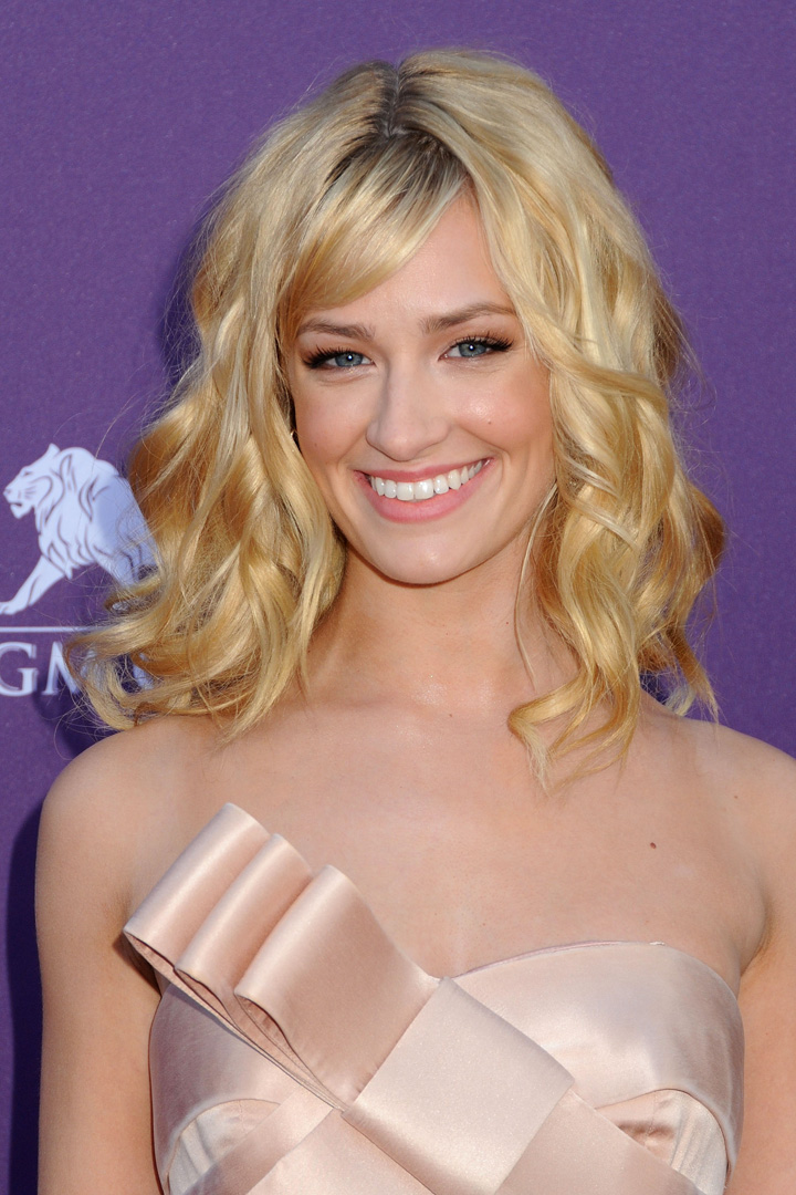 Beth Behrs (2 Broke Girls)