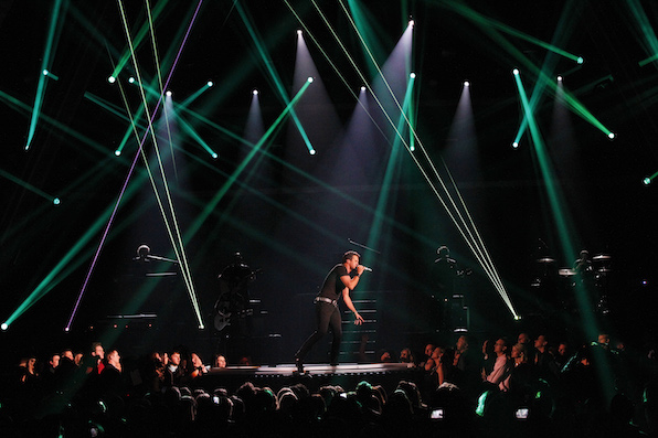 21. Stars brighten up the stage with the biggest and baddest light shows.