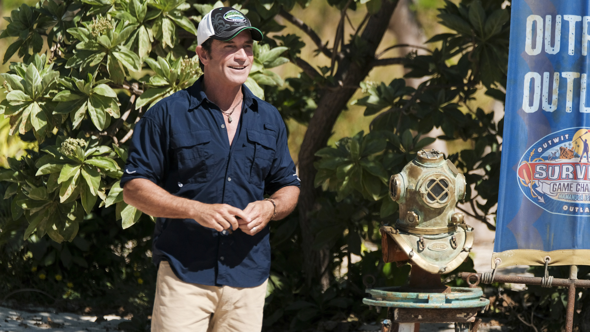 Host Jeff Probst welcomes both tribes to this season's first Immunity Challenge.
