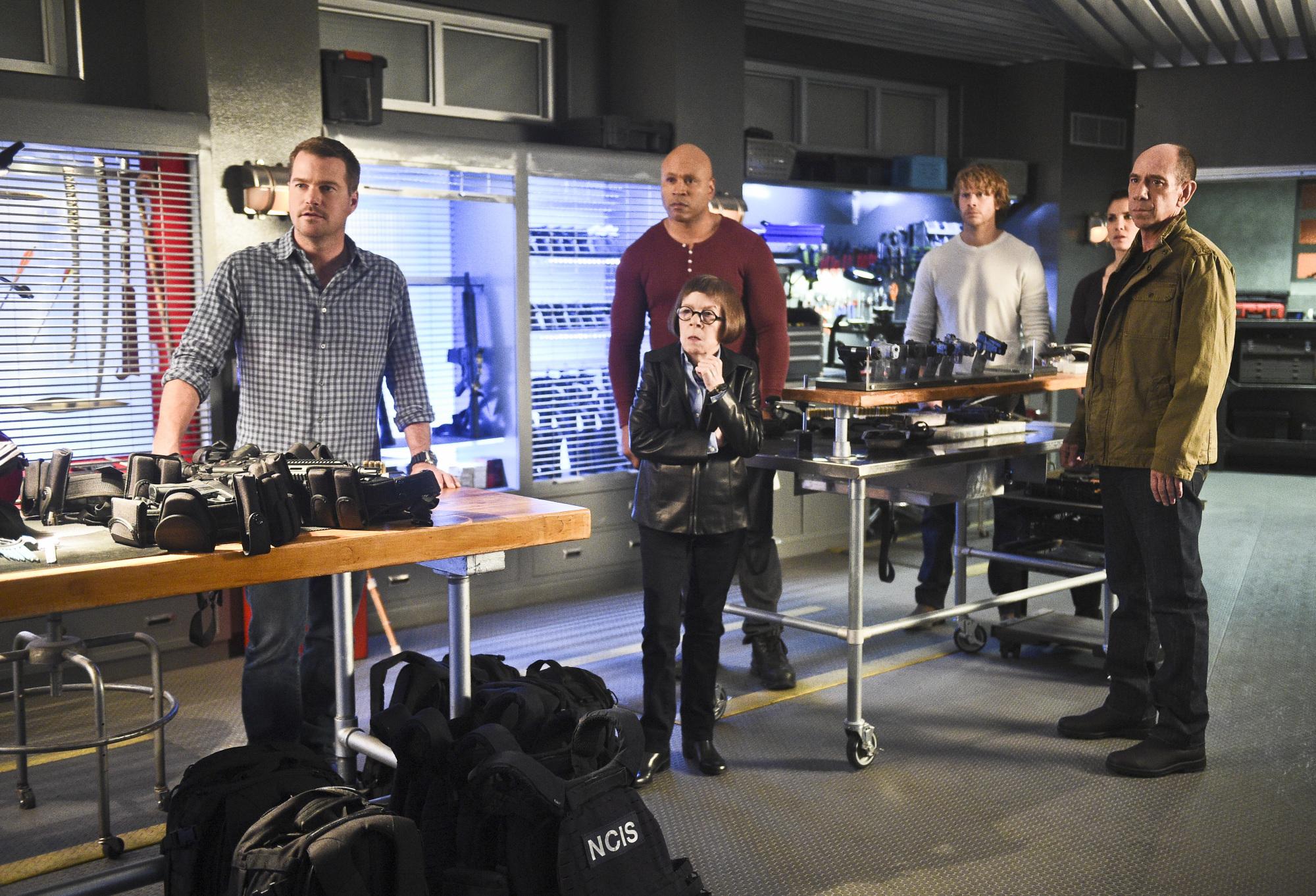 Chris O'Donnell as Special Agent G. Callen, LL COOL J as Special Agent Sam Hanna, Linda Hunt as Henrietta