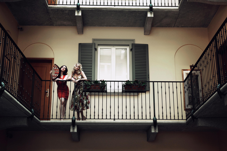 Balcony babes