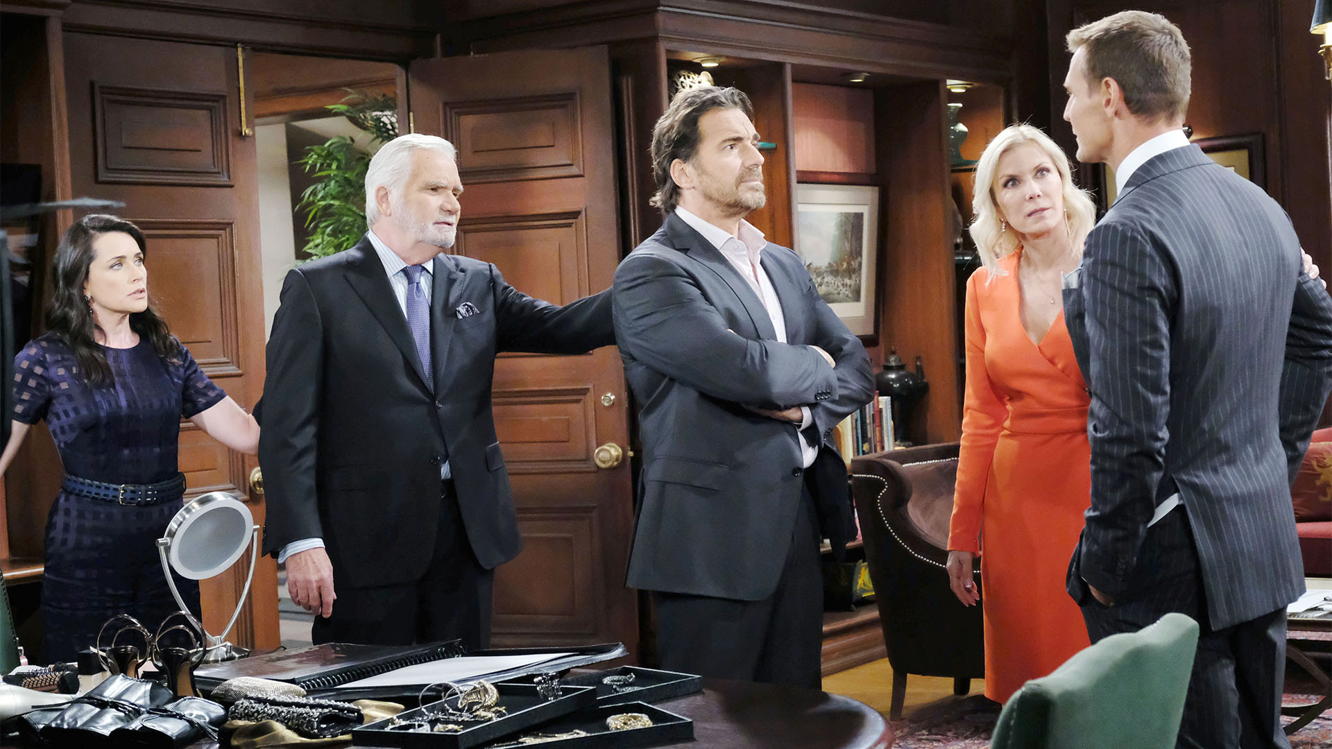 Thorne displays his newest endeavor to the delight of Eric and Brooke and to the dismay of Ridge.