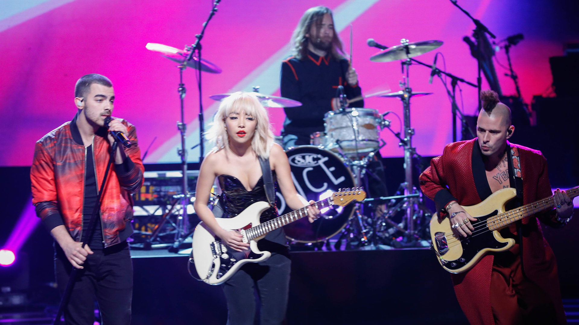 DNCE performs