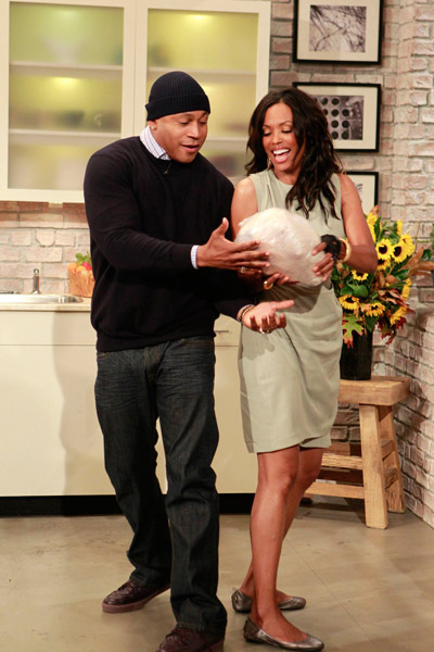 Turkey Trimming with LL Cool J & Aisha Tyler (11-22-11)