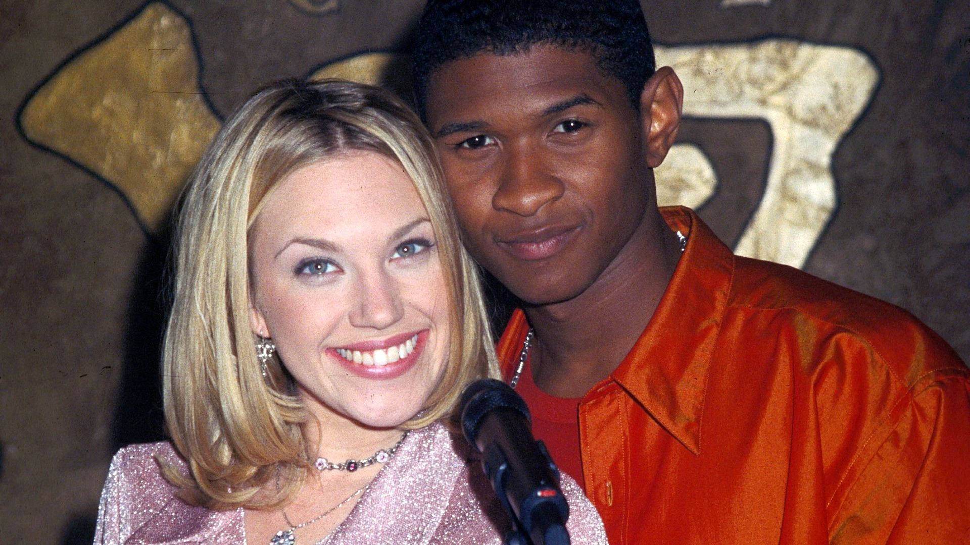 Amber Moore had an affair with her high school friend and noteworthy musician, Raymond.
