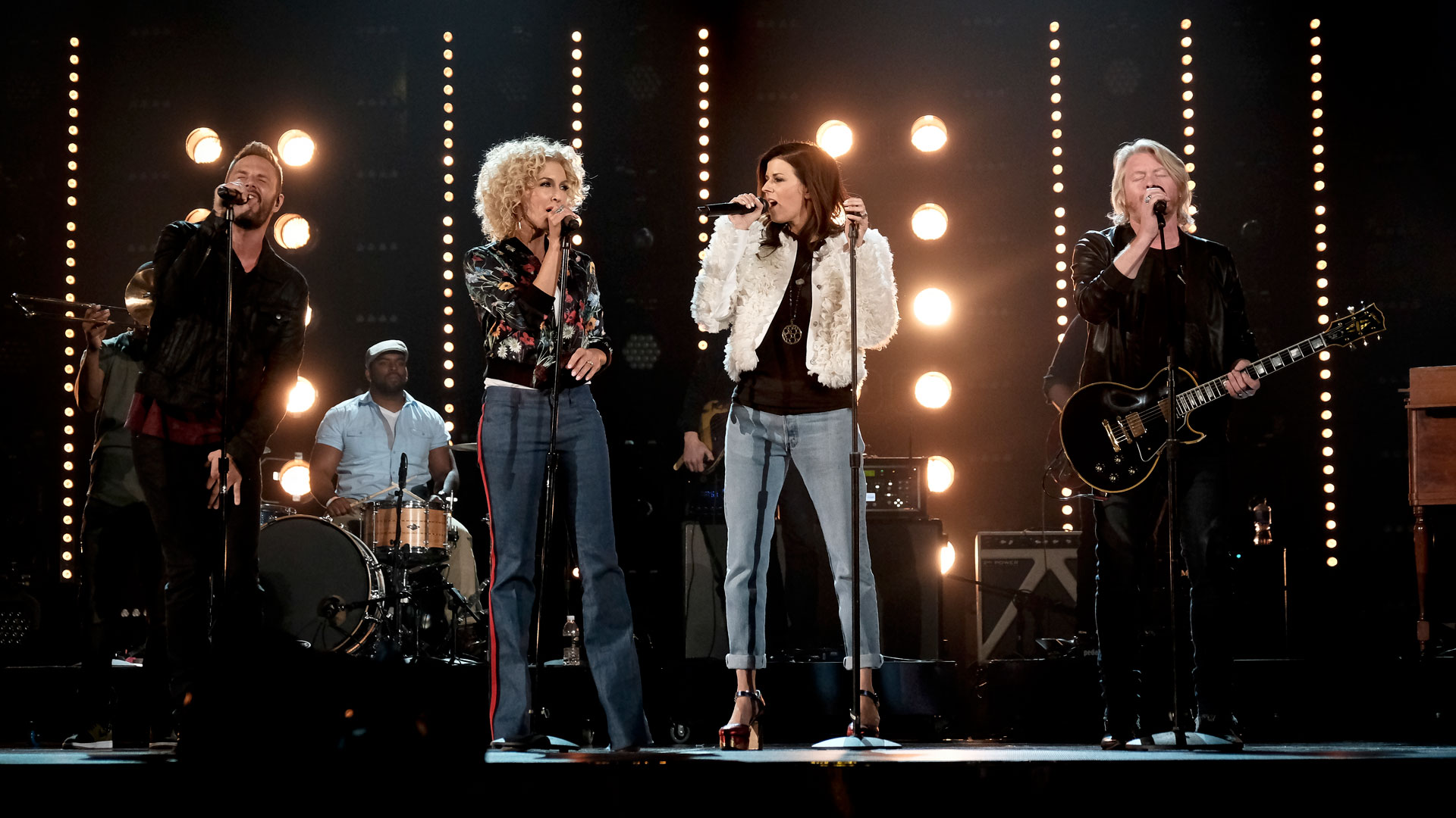 Little Big Town harmonize like pros during their 2016 ACM rehearsals.