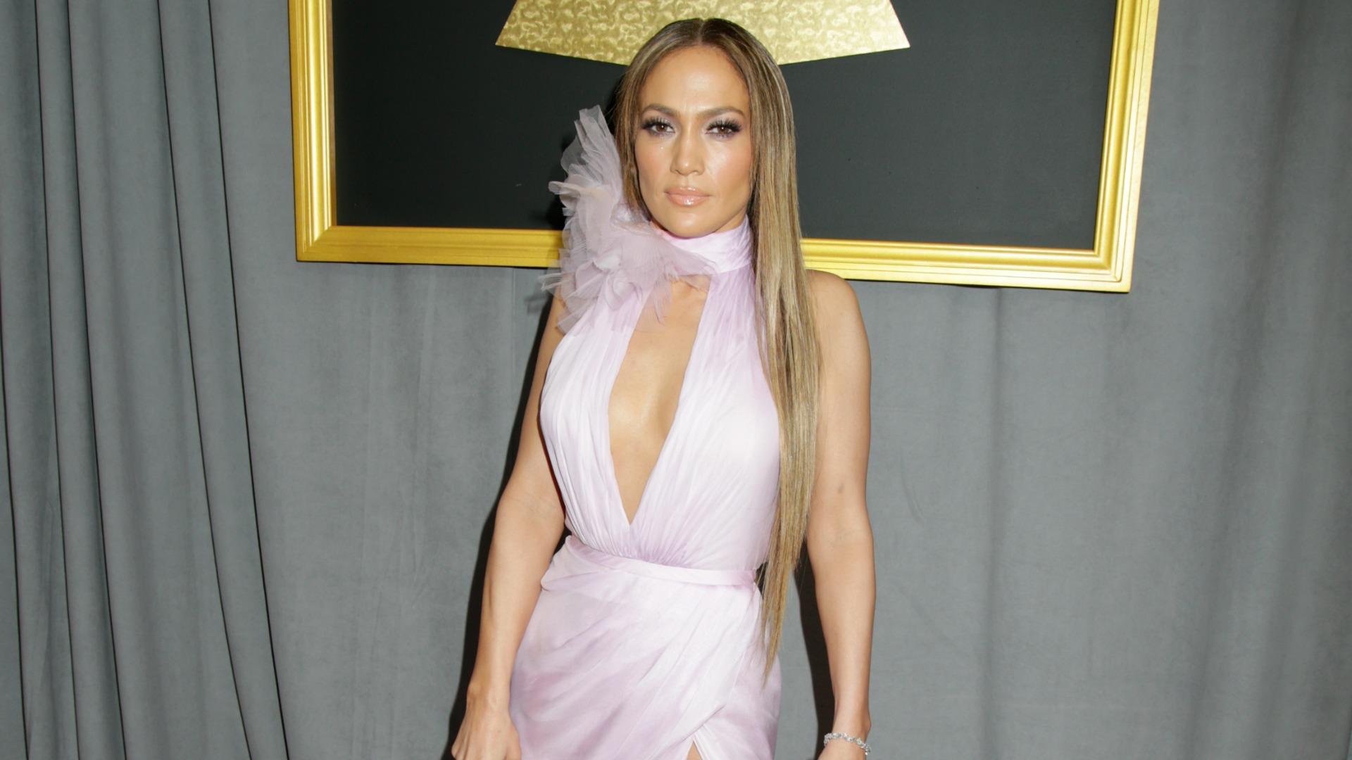 GRAMMYs 2017: Jennifer Lopez