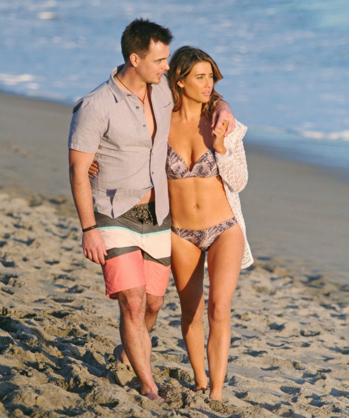 Steffy is swept off her feet by Wyatt's charm during a day of fun and sun on the beach.