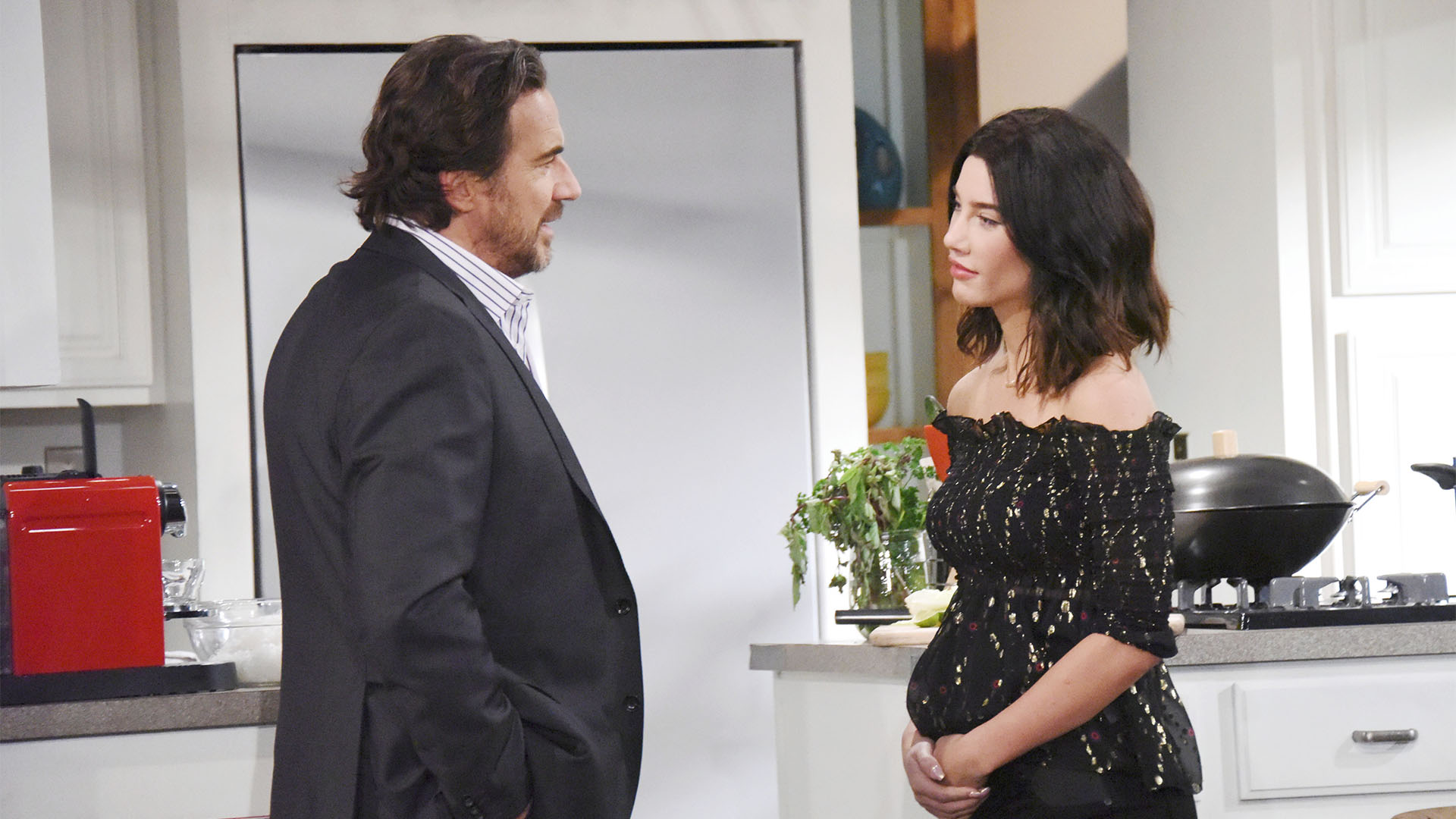 After inviting Liam to dinner, Steffy reveals her fears about Hope to Ridge.