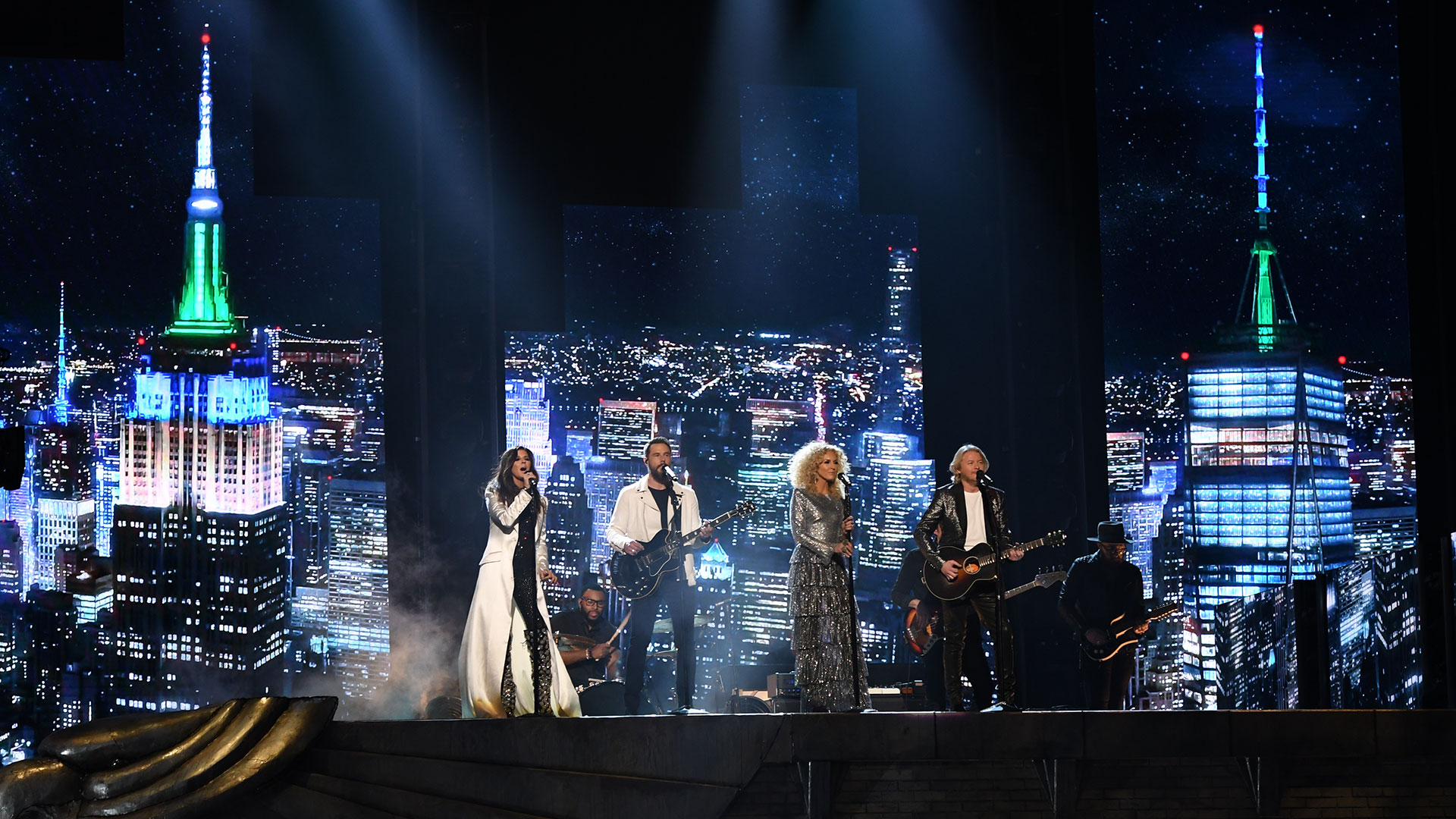 Little Big Town belt out a heartfelt version of their catchy song