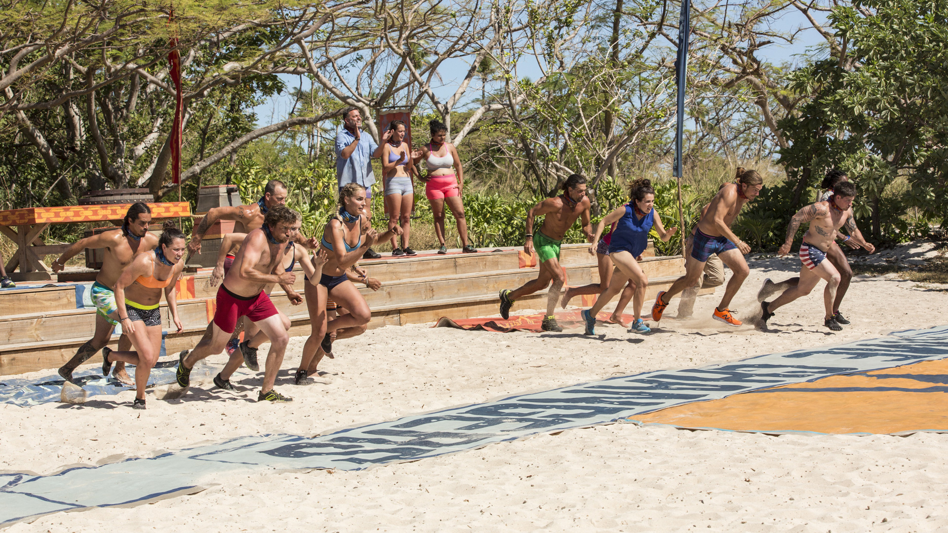 A crop of castaways make a run for it in the Immunity Challenge.