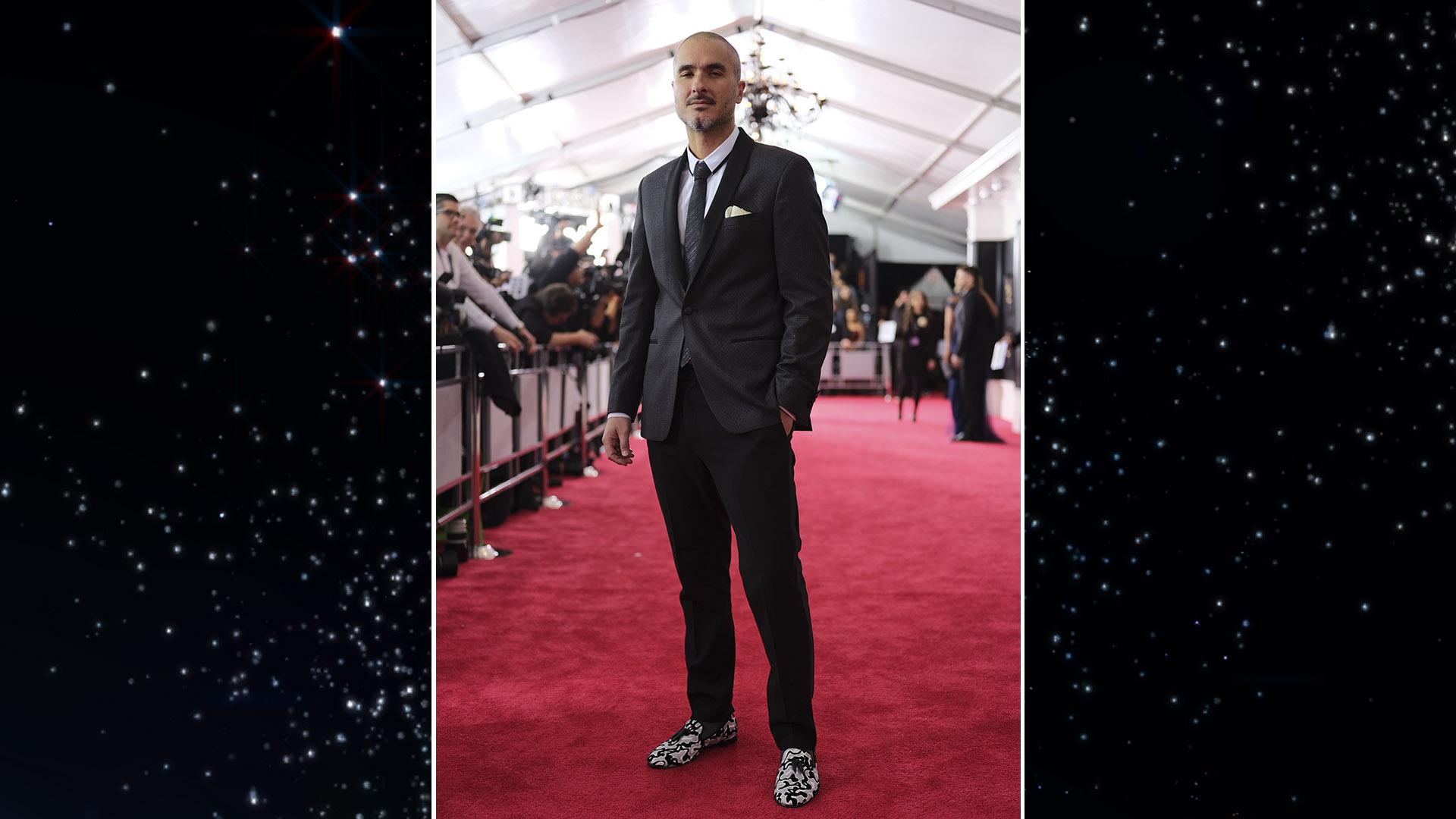 Beats 1 DJ Zane Lowe walks down the GRAMMY red carpet wearing some pretty swanky loafers.