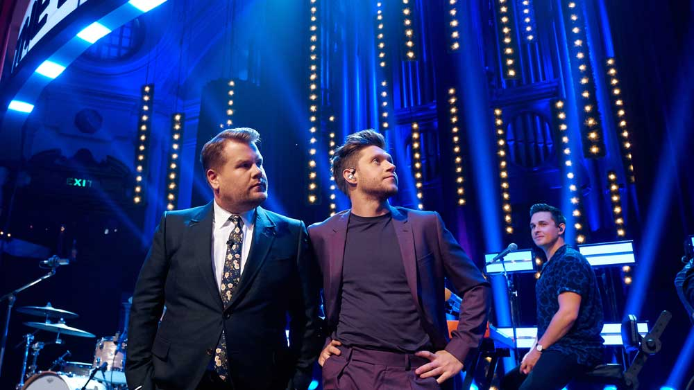James Corden and Niall Horan just spotted a bird that flew in the theater.
