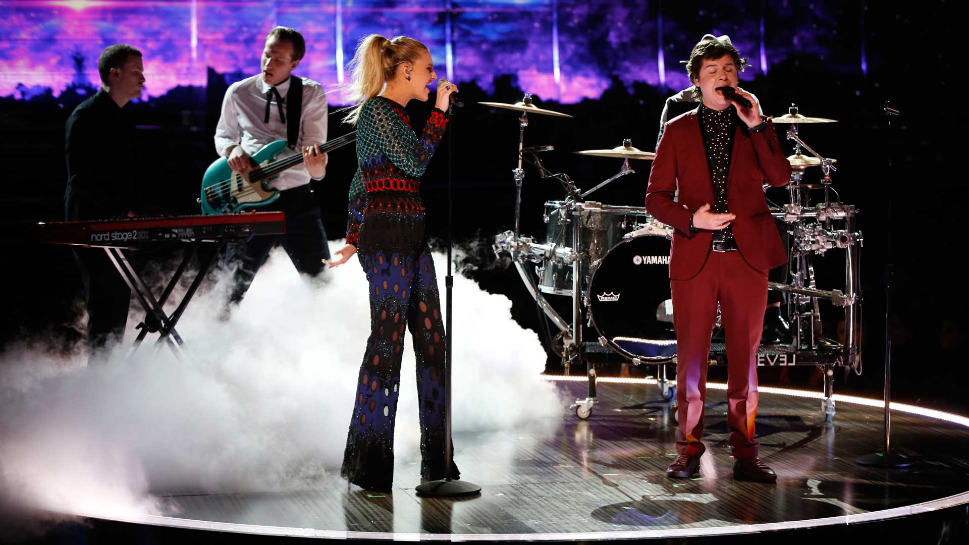 Kelsea Ballerini and Lukas Graham perform a mashup of