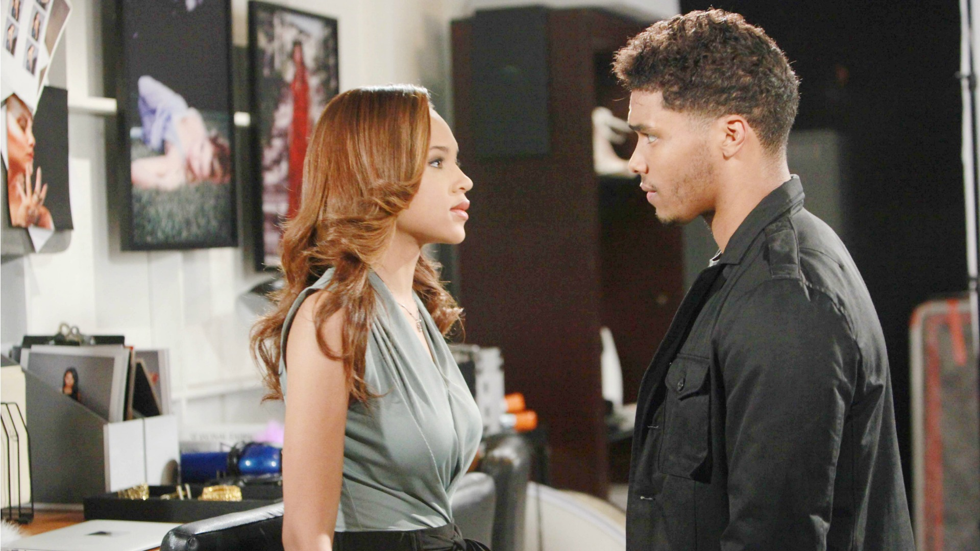 Backstage at the FC fashion show, Zende and Nicole finally have a heart-to-heart about their situation.