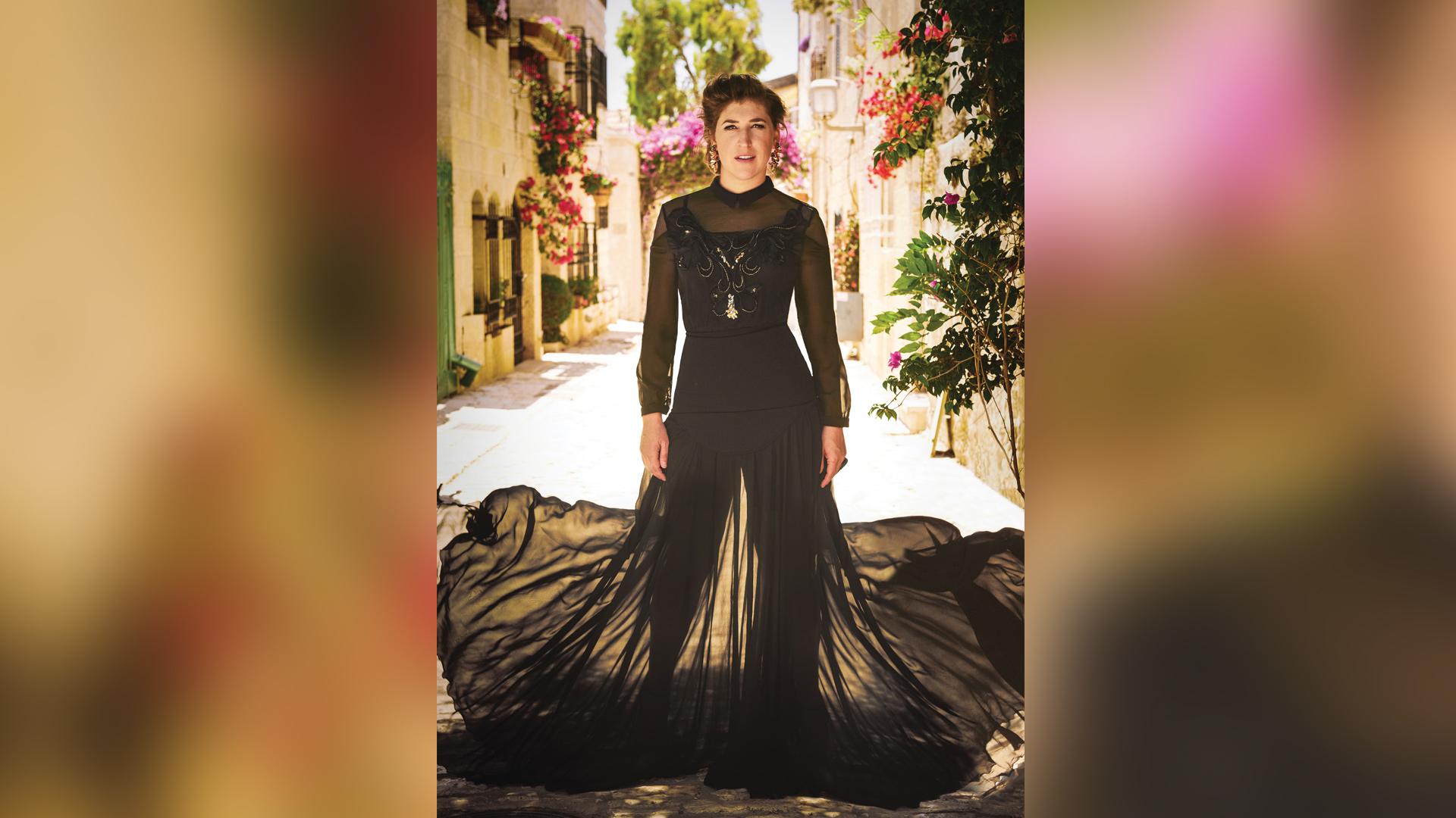 Bialik in black