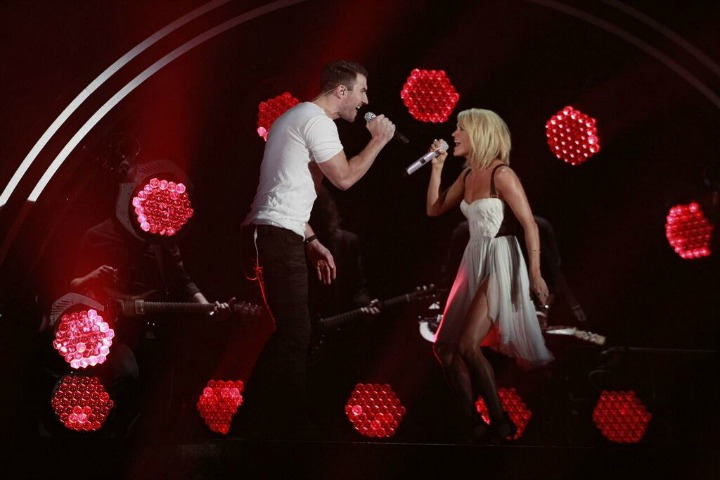 Carrie Underwood and Sam Hunt grabbed our attention during a riveting performance.