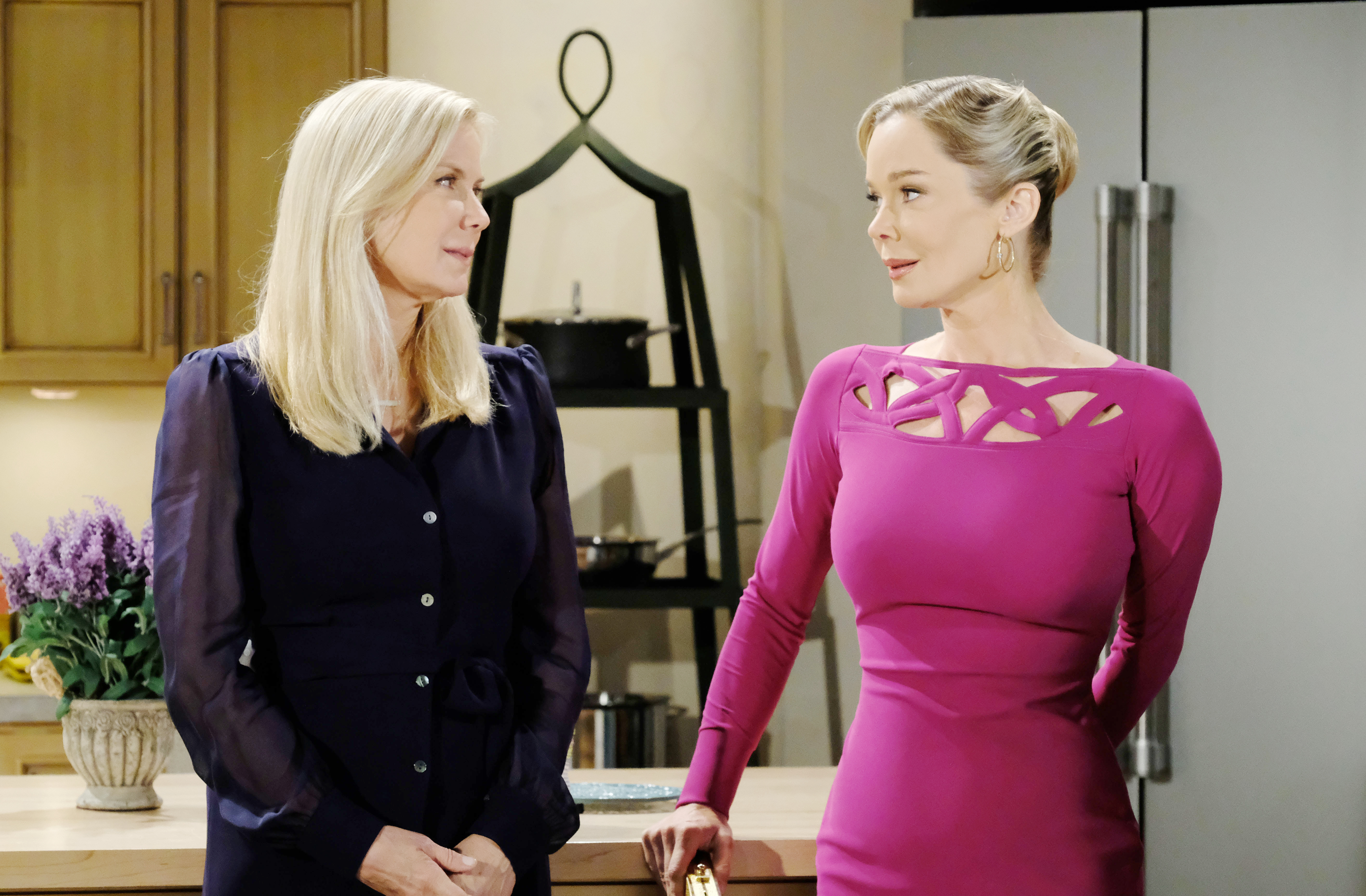 Brooke confides in Donna the reservations she is having regarding marrying Bill.