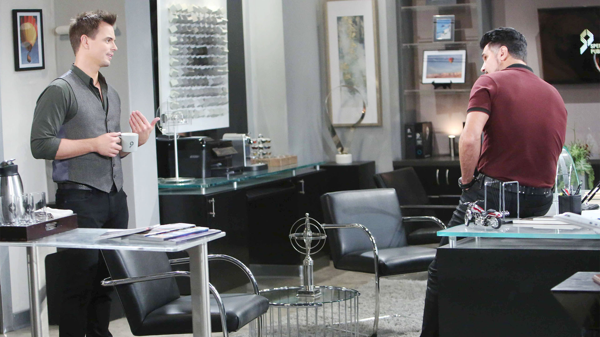 Bill informs Wyatt of Steffy's attempt to reunite the family, but Wyatt thinks it may not work this time.