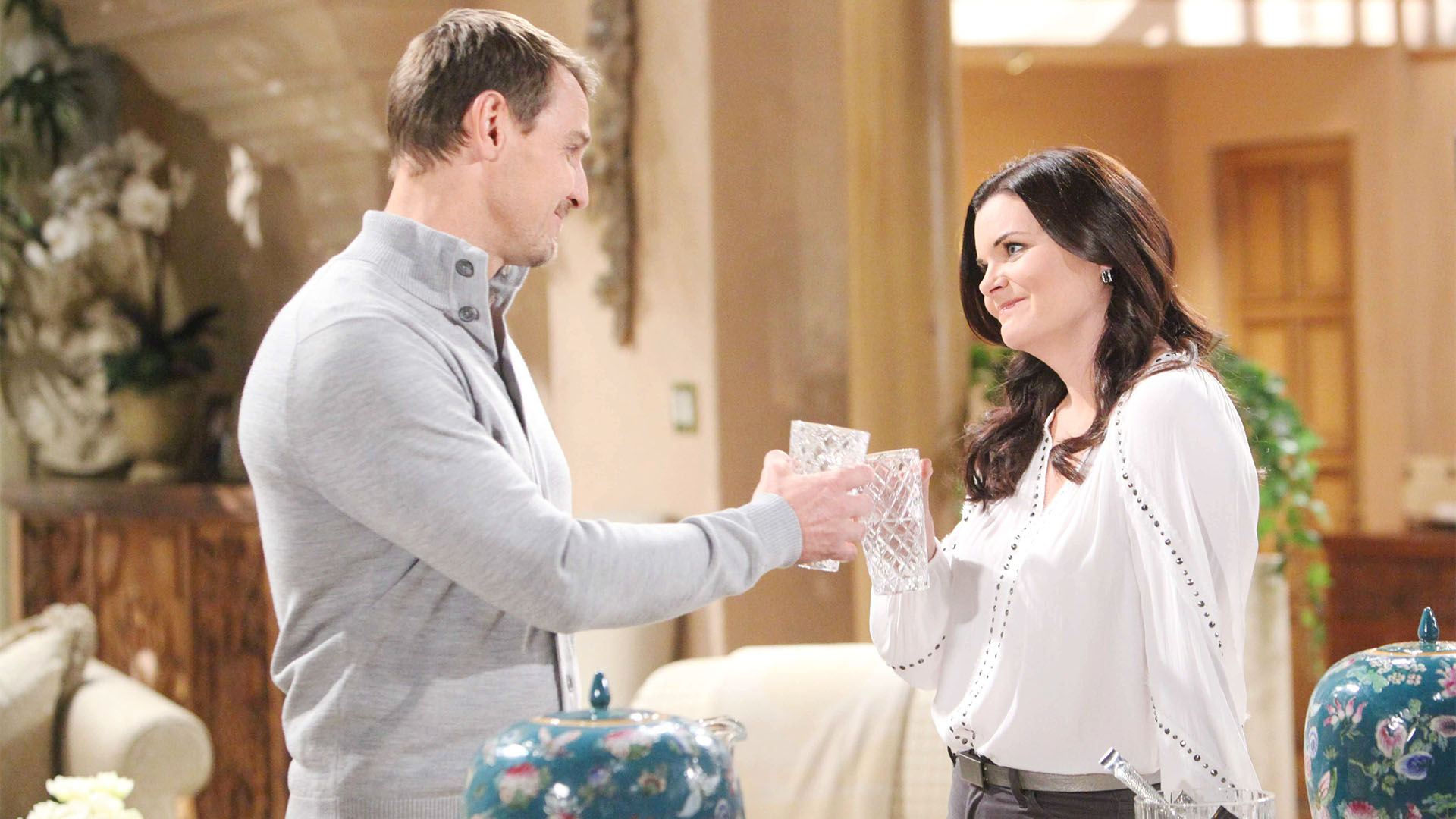 While working side-by-side on Ridge and Brooke's wedding, Thorne makes an entertaining proposition to Katie.