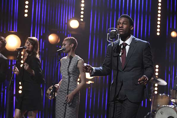 Leon Bridges sings us home with