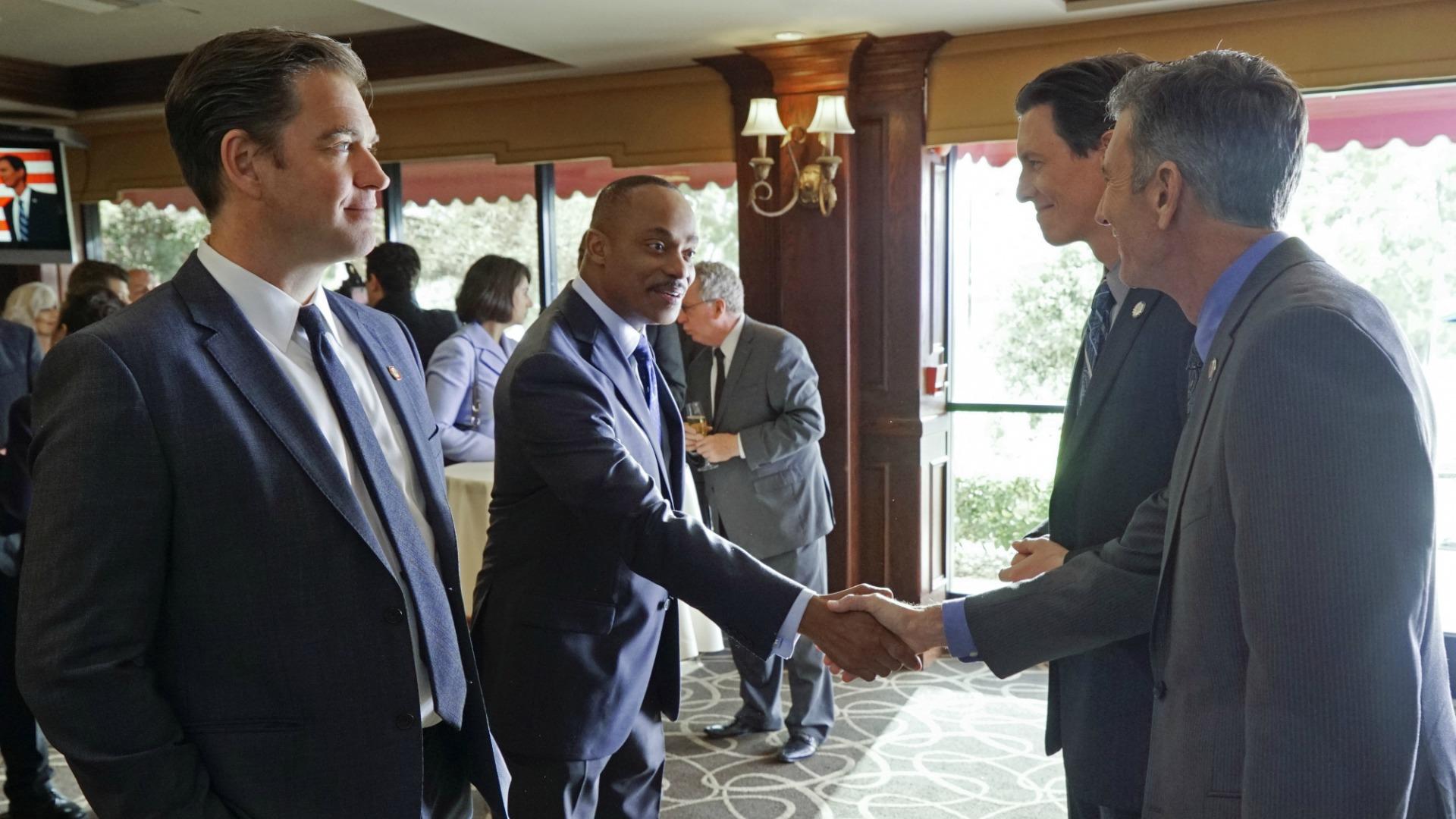 Vance and DiNozzo shake hands with U.S. senators.