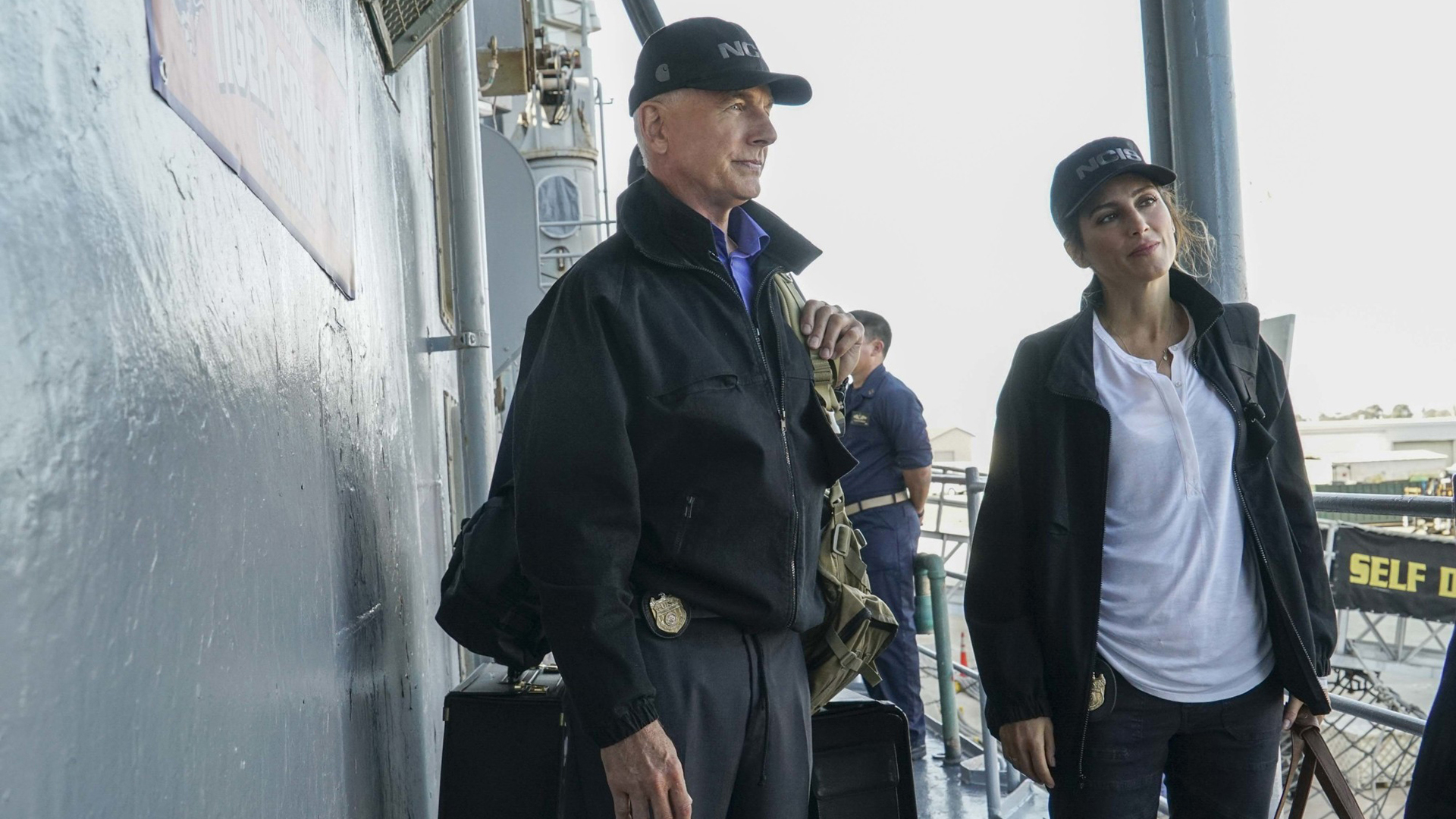 Gibbs and Quinn consult with one of the crew.