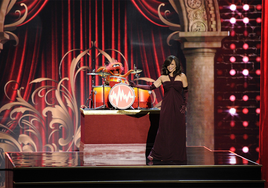 Performer Rosie Perez shines on stage when honoring Rita Moreno.