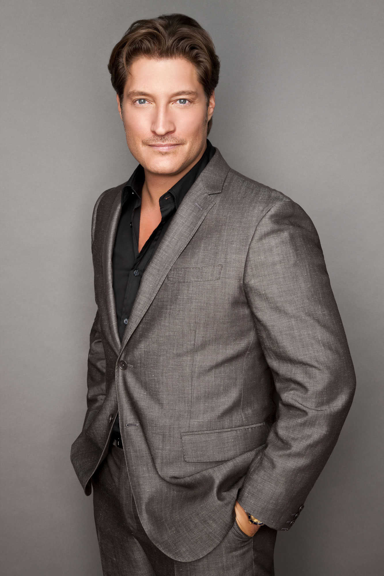 Deacon Sharpe (Sean Kanan)